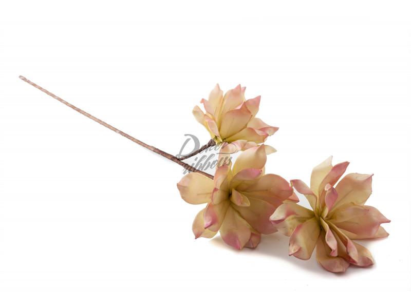 Pěnová dekorativní květina